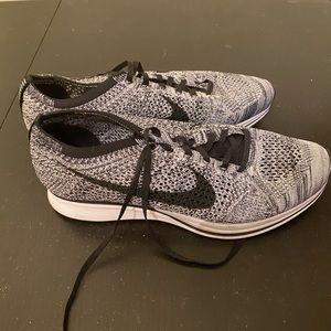 Nike Flyknit Racer Gray